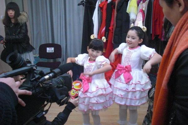 湖南衛視訪問大小姐大跳新學的達浪舞.JPG