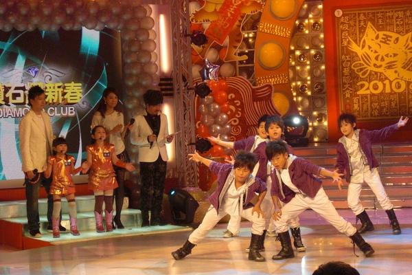 哥哥們的舞蹈真的很厲害耶.JPG