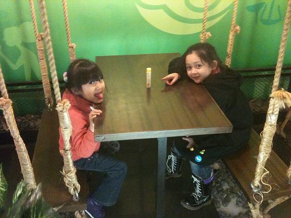 仙蹤林裡發現吊椅硬是要去坐一下.jpg