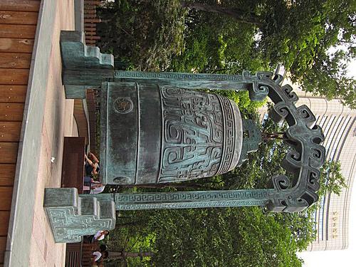 南京路步行者的天堂大鐘.jpg