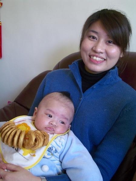 年輕母子合照