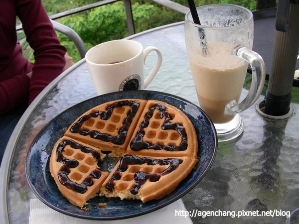 下午茶-本日精選熱咖啡+冰拿鐵+藍莓鬆餅
