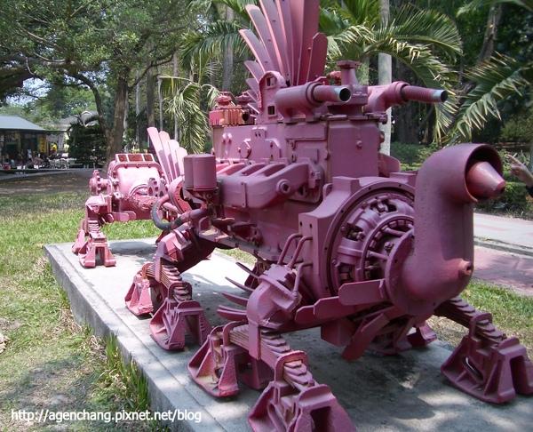 利用五分車回收廢鐵作的藝術品-紅蟲