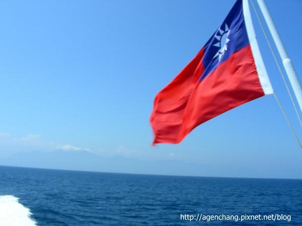 藍天藍海+紅色國旗