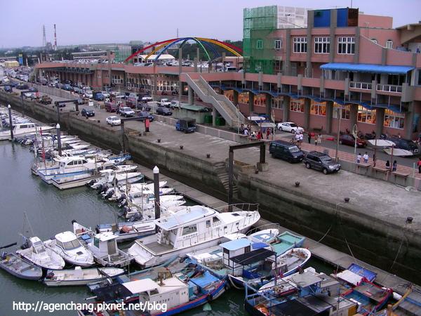 從橋上看漁港