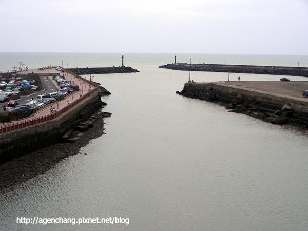 船是從這邊入港的嗎?