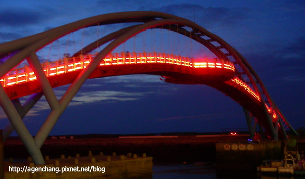 夜晚的觀海橋