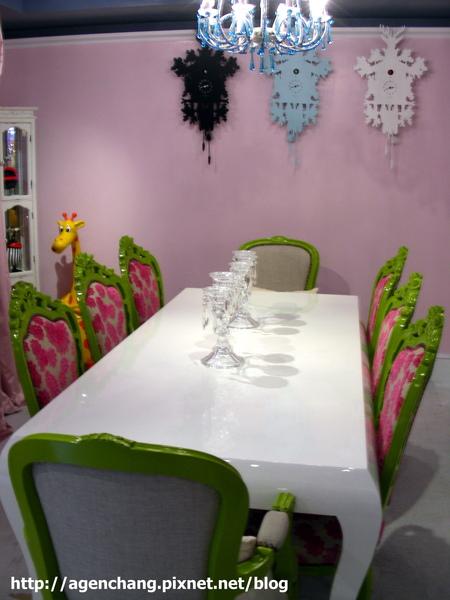 可愛餐桌區