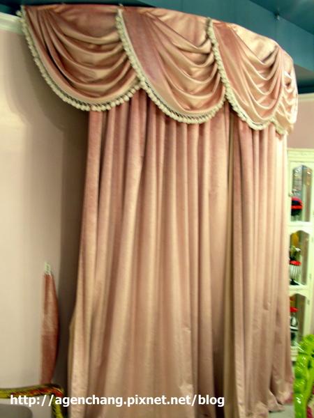 布幔後面是洗手間