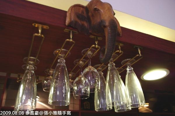櫃檯的大象頭