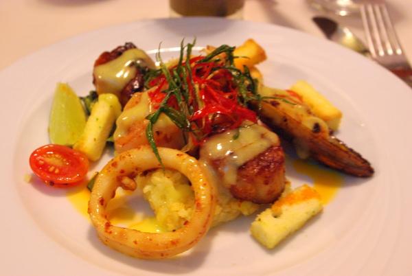 主菜:西班牙式海鮮佐頓飯