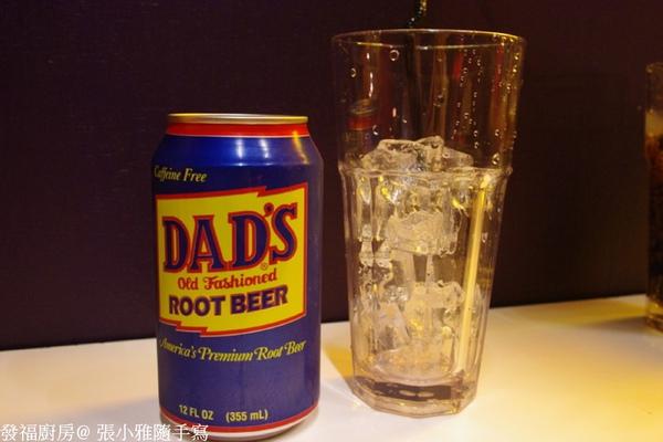 我們都點root beer,就是麥根沙士的味道啦!