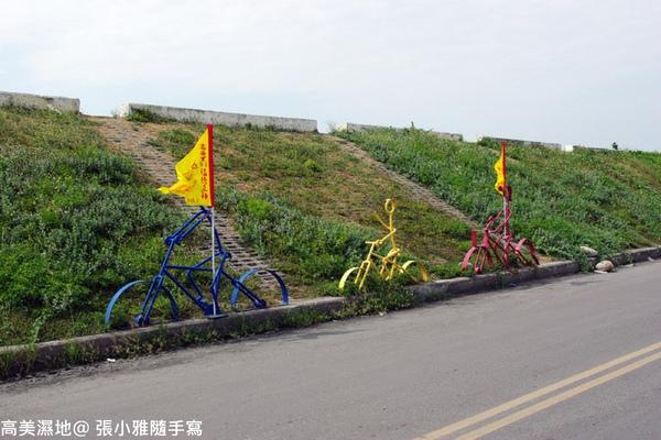 堤防旁的可愛腳踏車