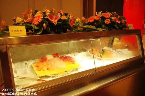 用冰箱冰著的生魚片和鮮蝦