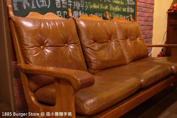 看起來很有歷史的沙發