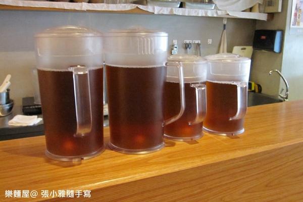 每桌提供一壺麥茶