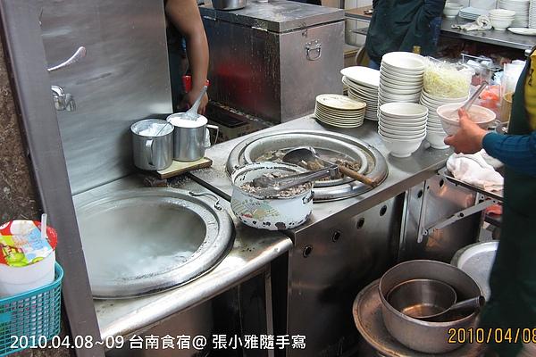 羊肉在鍋裡沸騰