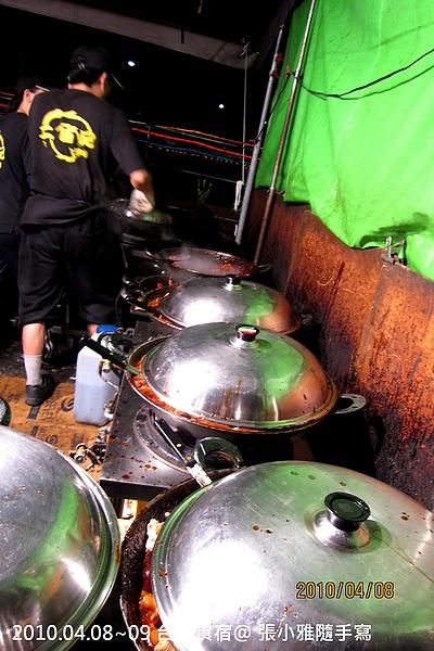 好幾個鍋子正在努力趕工滷製中
