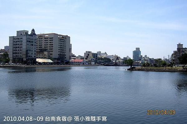 飯店旁的運河