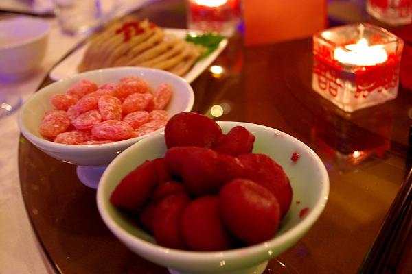 拼盤菜色:紅酒馬蹄、蜜糖相思豆