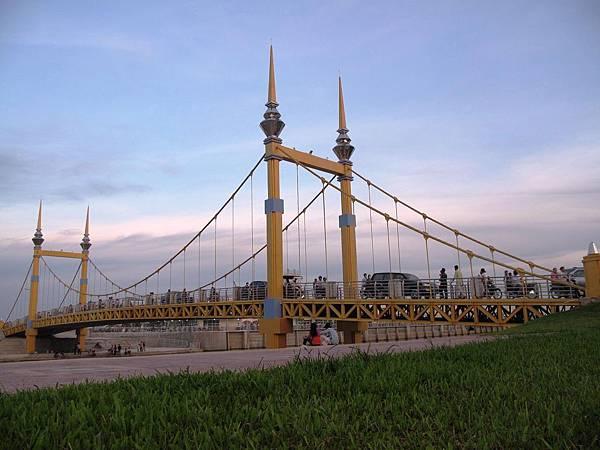 photo-of-bridge-Phnom-Penh-city