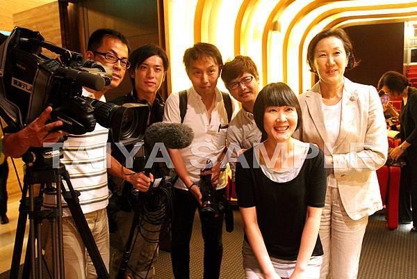 紀錄片團隊與女兒朗子和翻譯酒雄先生許敏如小姐