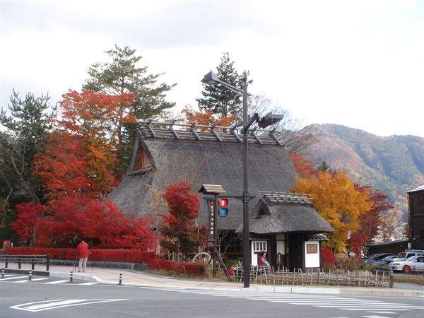 河口湖週遭的紅葉景觀