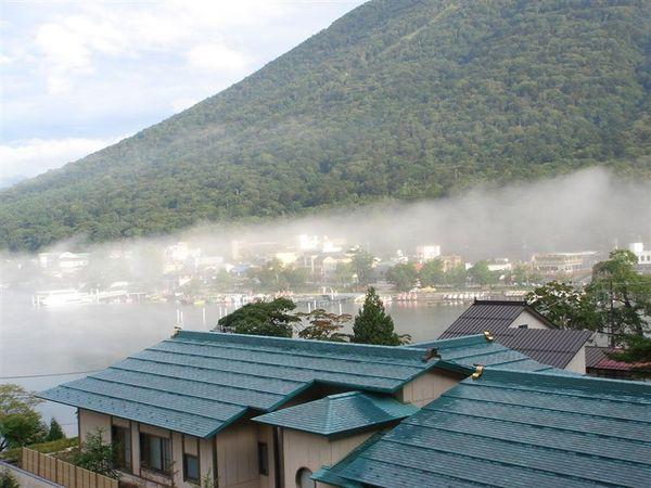 霧漸漸地散去了