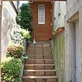 走上這樓梯, 便到達玄關