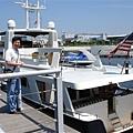 老哥愛上這艘遊艇