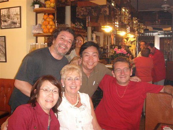 在Odette的bar裡的朋友們