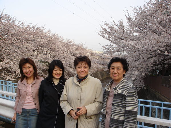 老師和師姐師妹們(註: 我不在裡面)