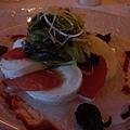 前菜-mozarella, 蕃茄搭成的塔