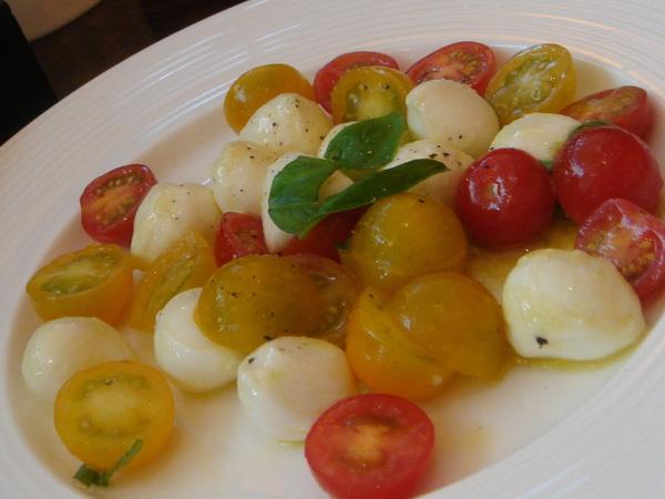 Westin Le terrace-前菜之mozarella 與櫻桃番莙