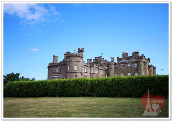 Chateau vue du jardin.jpg