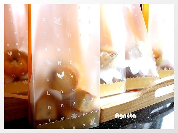 藍梅杏仁迷你蛋糕+下面的香蕉糕