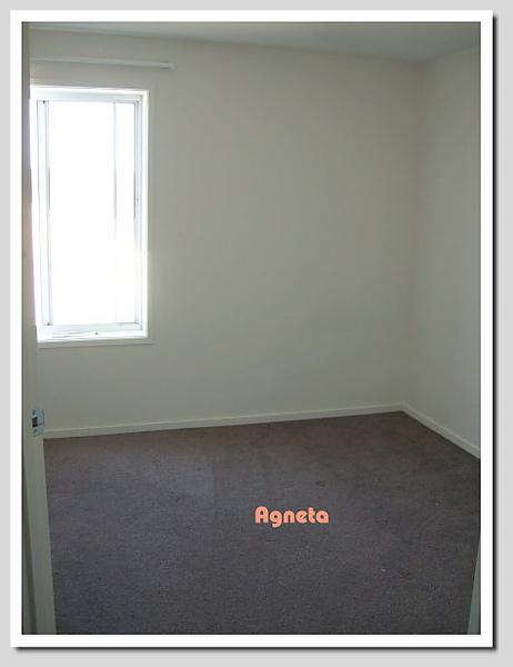 床墊移開 空白的房間