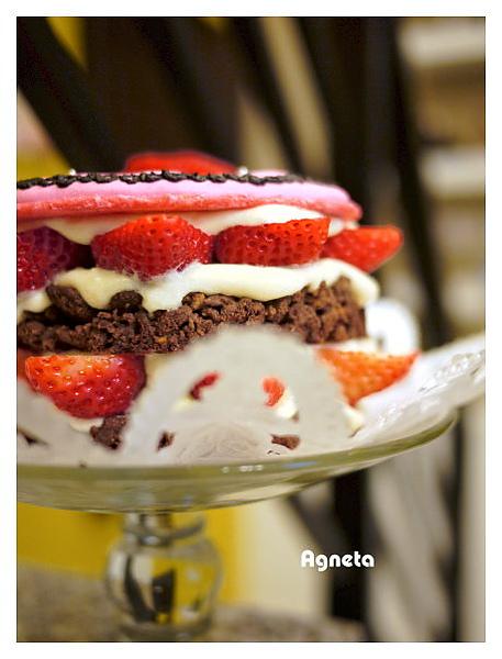 情人節蛋糕-愛心馬卡龍+草莓+卡式達+巧克力酥片