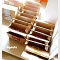 做好的紙盒等著放入餅乾