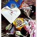 新人愛心喜糖盒 裡面放巧克力和棒棒糖