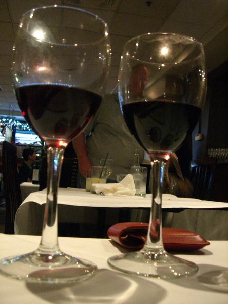 兩杯店員推薦的酒