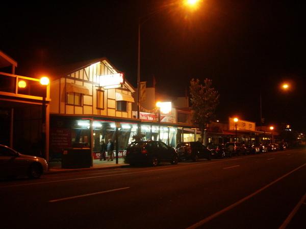 Apollo Bay 夜晚街景