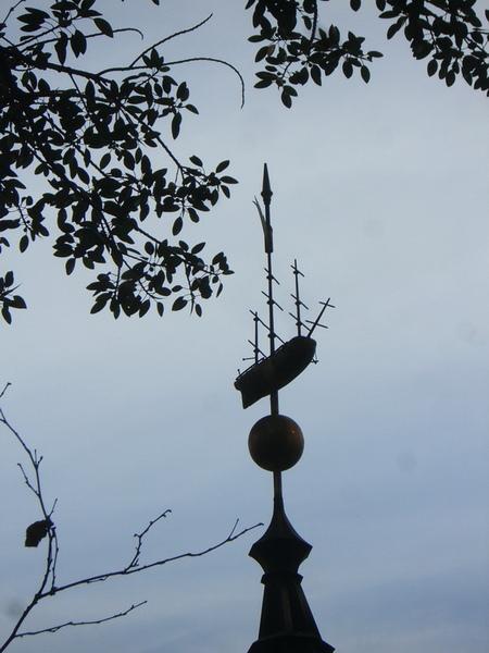 庫克船長小屋 收費亭頂上的風向儀 是船造型的唷