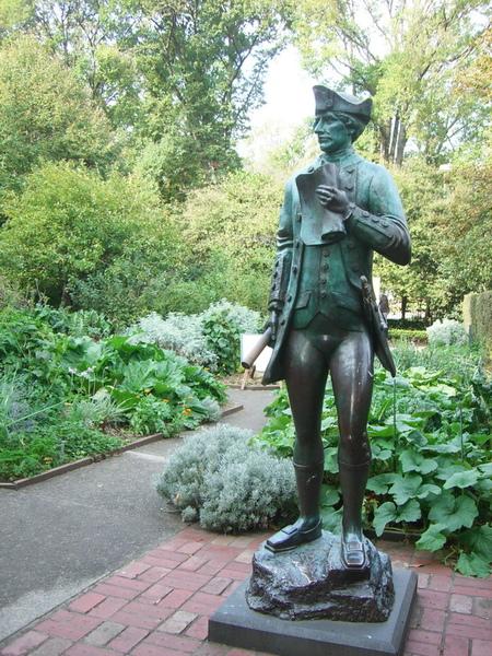 庫克船長小屋 庫克船長青銅像