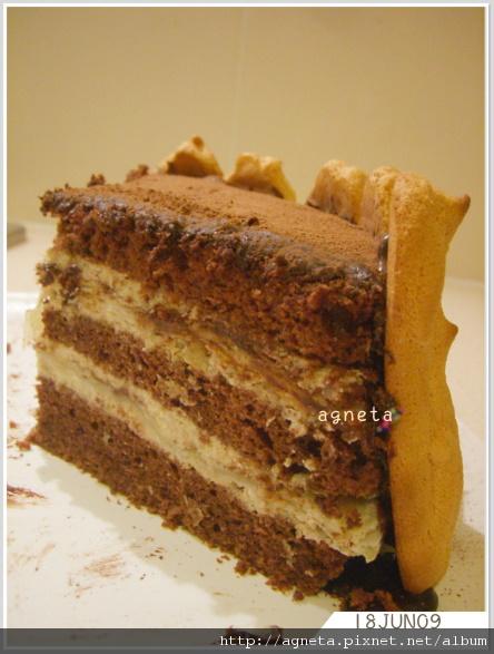 巧克力香蕉蛋糕 中間夾了puff pastry