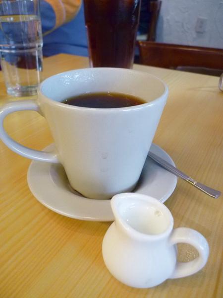 Michino Diner 無限續杯的美式咖啡 我要了冷牛奶
