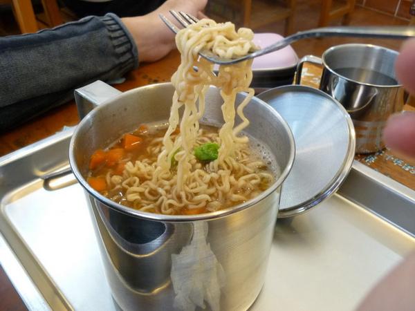 台中東海鋼杯麵