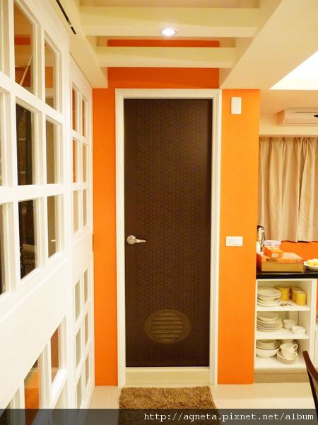 2F 次衛 改了木頭色的門 大大提升質感。。。