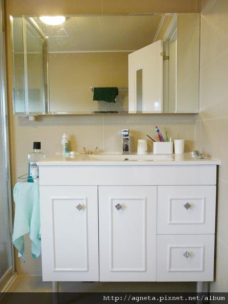 3F 主臥室衛浴 也是整組換掉 鏡子改用木作 上下加裝燈管