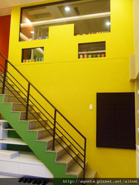 1F 客廳樓梯牆面
